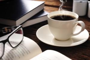 Für viele gehört der Kaffee beim Lernen für das Examen dazu.