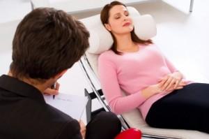 Neben der Pharmakotherapie hat auch die Gesprächstherapie eine feste Größe in der Behandlung psychischer Erkrankungen