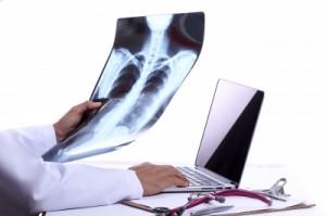 In vielen Kliniken und Arztpraxen wird bereits mit einem Luftfahrt-ähnlichen Fehlermanagment gearbeitet, um die Fehlerquote zu minimieren
