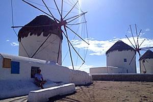Ein häufiges Postkartenmotiv: Die Mühlen auf der Insel Mykonos.