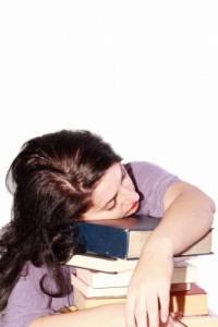 Wer beim Lernen einschläft, sollte lieber mal an die frische Lust gehen und eine Pause machen.