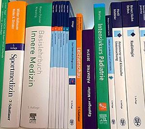 Medizinische Lehrbücher sind teuer - Deshalb sollte man sich vor dem Kauf gut informieren.