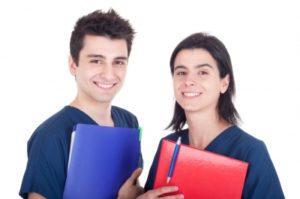 Nach dem Physikum warten Famulaturen als erste Praktika auf die Medizinstudenten.