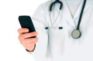 Smartphone werden auch in der Gesundheitsbranche immer mehr eingesetzt.