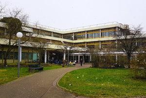 Die Berufsfelderkundung findet auch in der Heidelberger Zahnklinik statt.