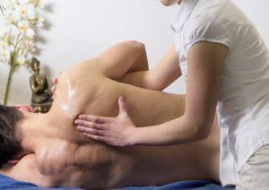 Massagestudios in Frankfurt können bei gestressten Geschäftsleuten für Entspannung sorgen.