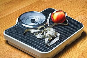 Mit einer Personenwaage lässt sich das Körpergewicht schnell feststellen.