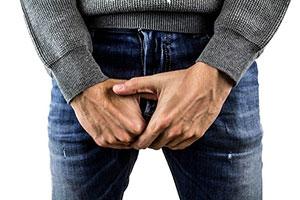 Eine Penisverdickung kann bei Männern psychische Probleme wie mangelndes Selbstbewusstsein auslösen.