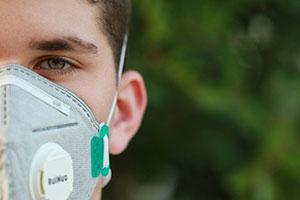 FFP-Masken können vor Viren wie SARS-CoV-2 schützen.
